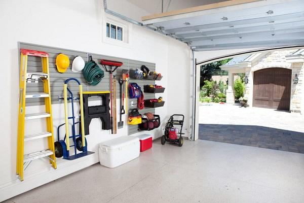 A very organised garage shelf